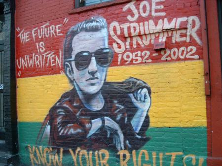 medium_fresque_hommage_a_joe_strummer_-_east_village.jpg